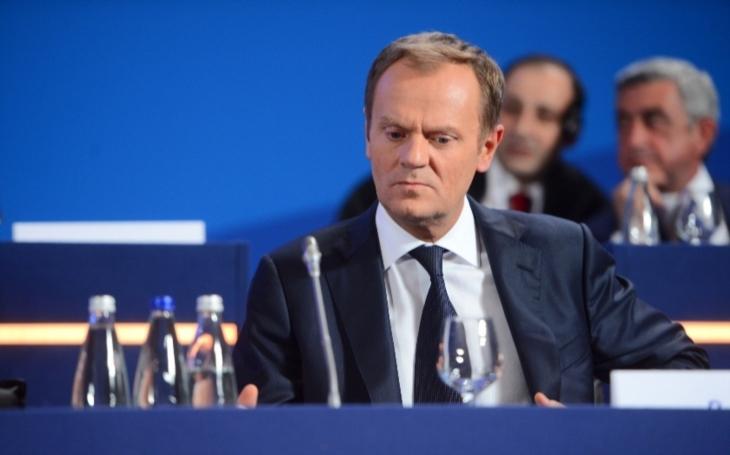 Tusk vypovídá na prokuratuře, podle Kaczyńského se má bát