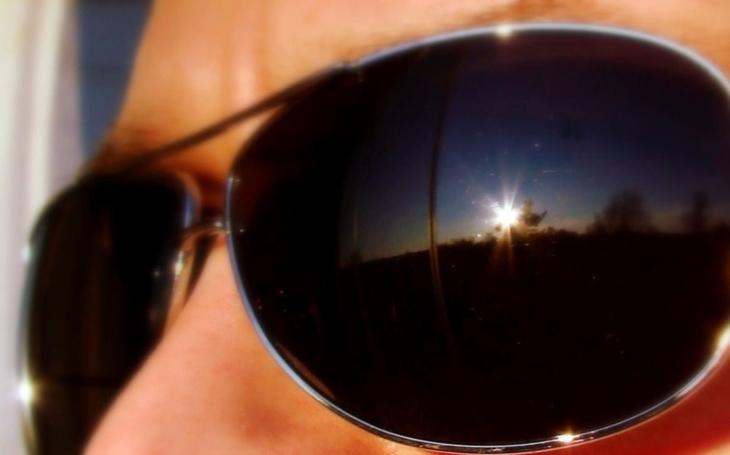 Elegantní  sluneční brýle, které dobijí Váš telefon. A mají ještě něco navíc