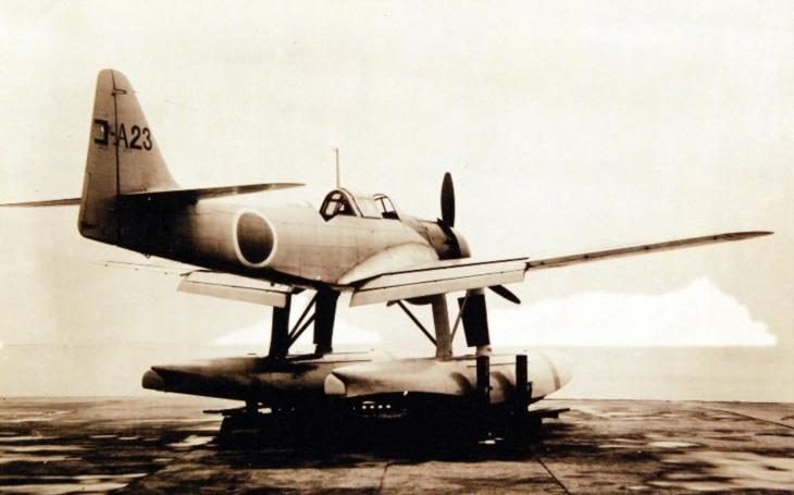 Ztracený japonský letoun z druhé světové války si ,,hoví&quote; v mělké řece tichomořského souostroví