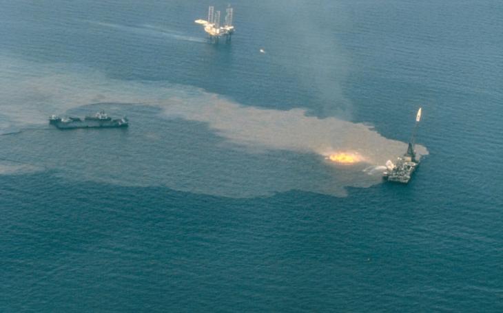 Kuvajt bojuje proti úniku ropy v Perzskom zálive, v blízkosti populárnych letných pláži