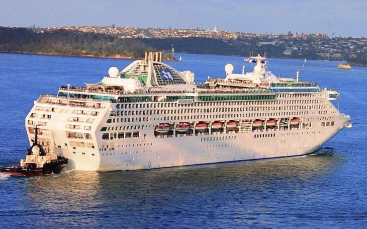 Zaplatili si desiatky tisíc dolárov za plavbu luxusnou loďou, pirátske útoky im však výlet značne znepríjemnili