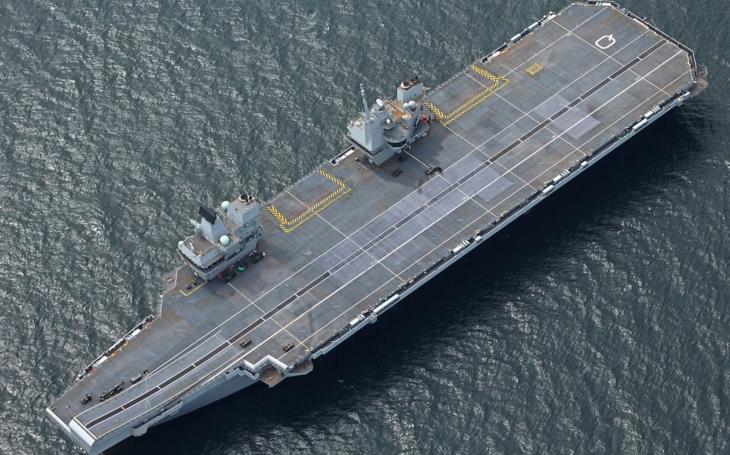 (VIDEO) Najnovšia britská lietadlová loď HMS Queen Elizabeth dorazila do Portsmouth