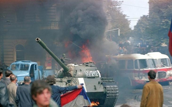 VIDEO: Před 51 lety vtrhlo pět armád Varšavské smlouvy do Československa. Násilně ukončily demokratizační proces, který podporovala většina obyvatelstva