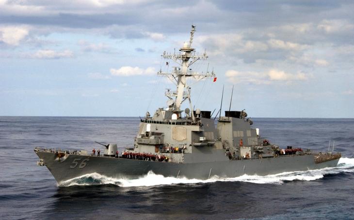 Po srážce amerického torpédoborce se pohřešuje deset námořníků
