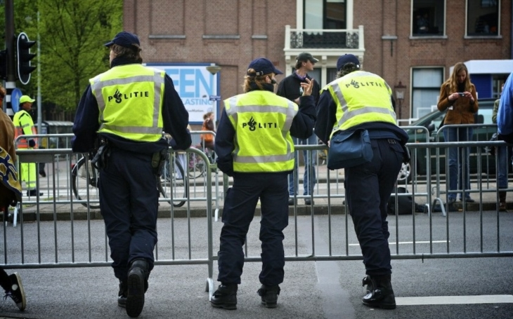V Rotterdamu našli dodávku s plynovými láhvemi, zrušili koncert