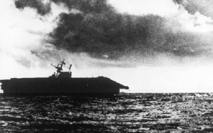 Video: Poslední okamžiky USS Hornet po útoku japonských letadel
