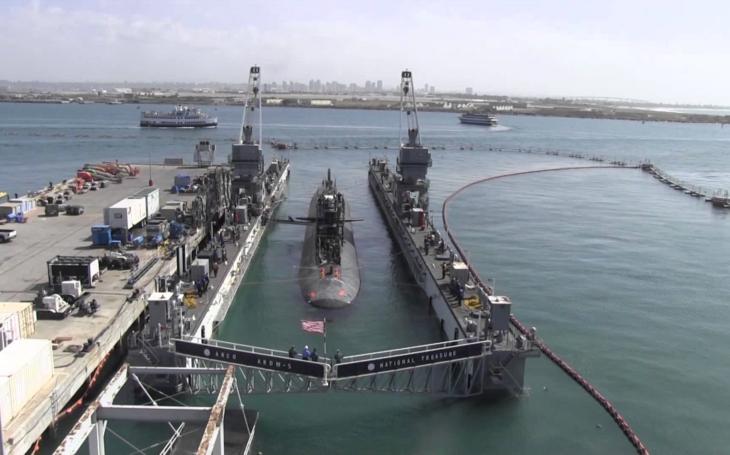 Když jaderná ponorka USS Francisco narazila do podmořské hory, schylovalo se ke katastrofě
