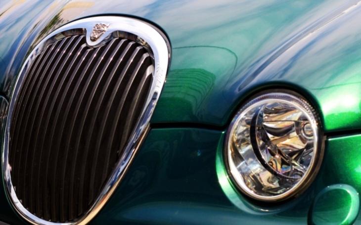Jaguar vyvíjí ,,chytrý&quote; volant s vlastní umělou inteligencí. Bude jej možné aktivovat hlasem