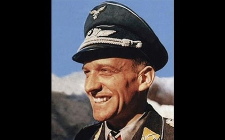 Hans-Ulrich Rudel - jak německý ničitel tanků ,,rozpůlil&quote; ruskou bitevní loď Marat