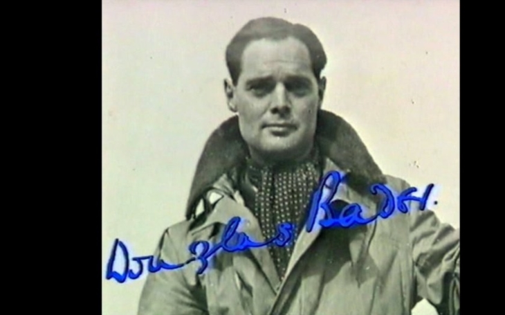 Neuvěřitelný příběh slavného britského pilota. I bez nohou se stal stíhacím esem RAF