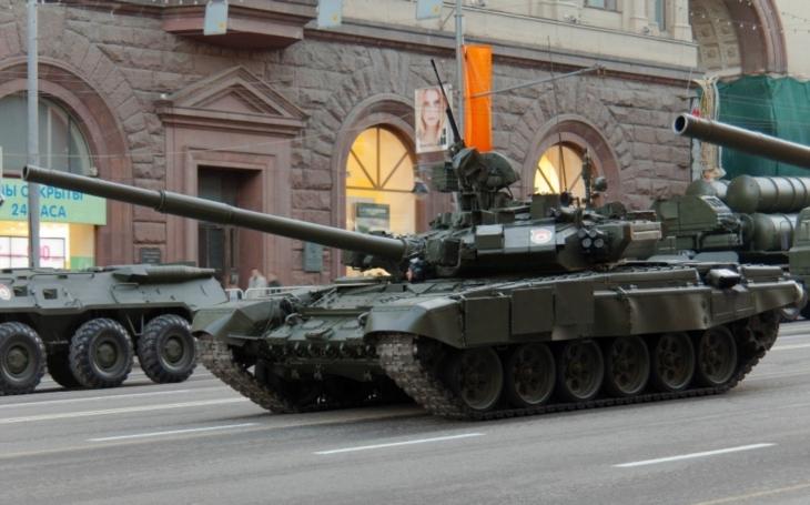 VIDEO: Uvnitř tanku T-90. Zažijte jízdu bojového vozidla na vlastní kůži