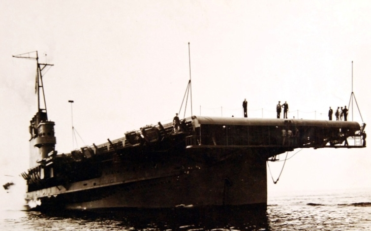 USS Wolverine - příběh letadlové lodi přestavené z parníku. Na moře nikdy nevyplula