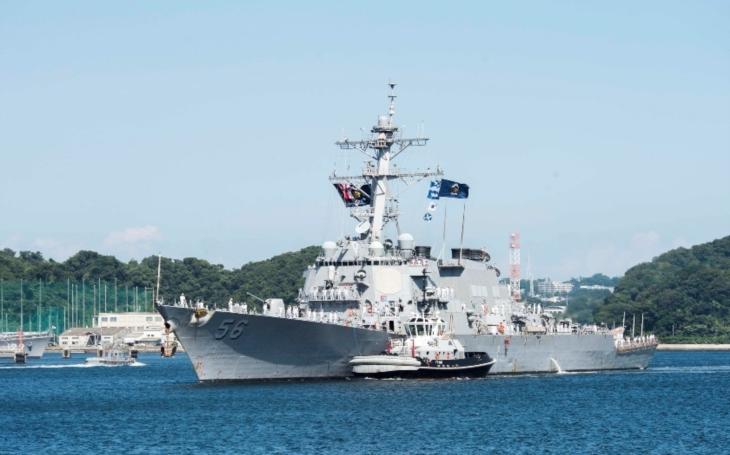''Dovolili sme, aby sa naše štandardy znížili'' povedal po zrážke dvoch torpédoborcov admirál amerického námorníctva
