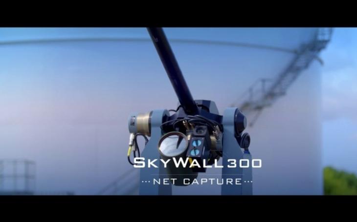 VIDEO: Britský lovec ,,neposlušných dronů&quote;. Firma OpenWorks představila autonomní systém ve formě děla