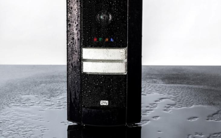 Nový kompaktní IP interkom 2N® Helios IP Base zajistí kvalitní komunikaci od dveří. Za dostupnou cenu