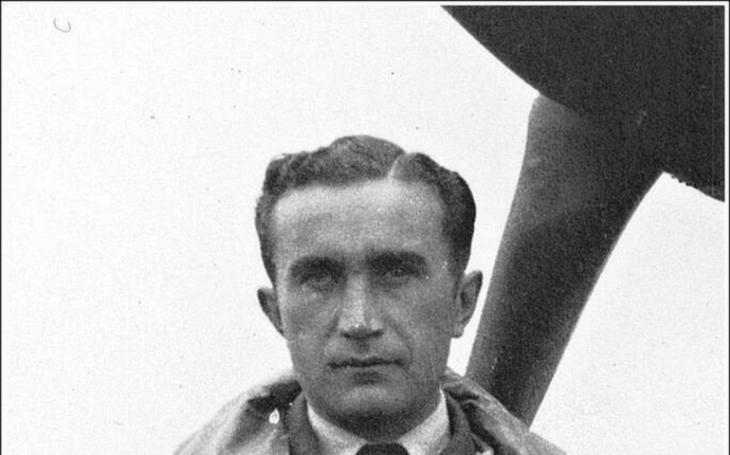 Orel létá vždy sám: letecké supereso Josef František byl vše, jen ne poslušný voják