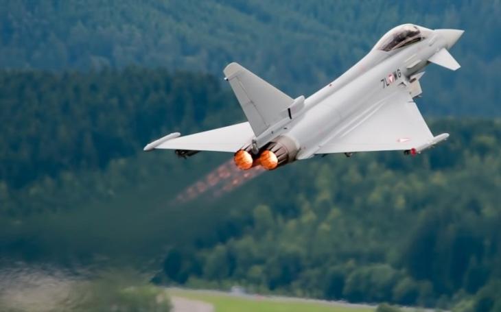 Španělský Eurofighter Typhoon se zřítil nedaleko Albacete po oslavách státního svátku. Pilot zemřel