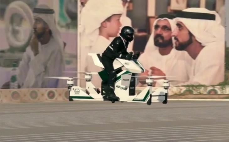 Další technologická novinka z Dubaje: Policejní hoverbike už neřeší dopravní zácpy