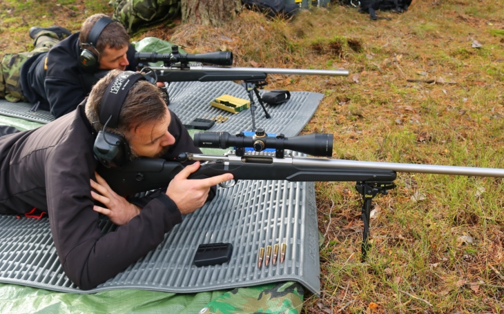 Policejní snipeři bojují proti prasečímu moru