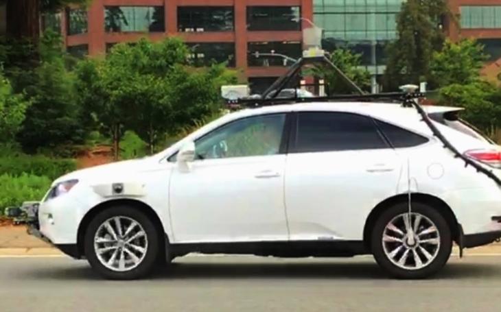 VIDEO: Přísně tajné záběry: Nový samořiditelný vůz z dílny Applu byl natočen konkurencí