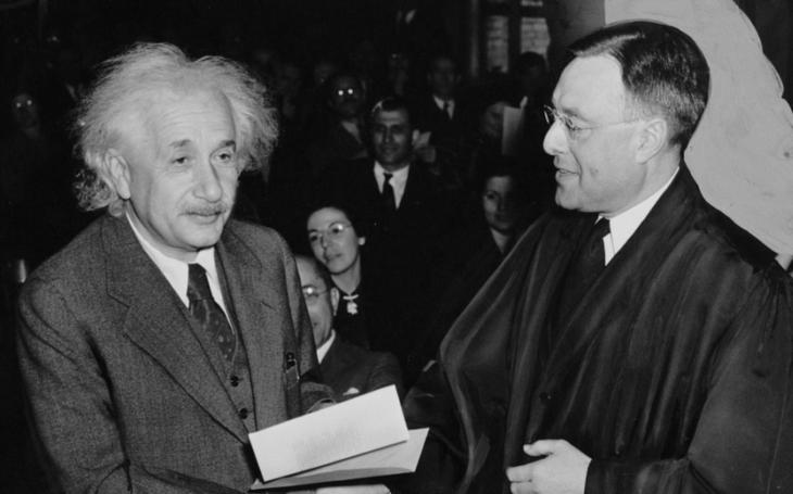 Ručně psaný vzkaz od Einsteina byl vydražen a 1,3 milionu dolarů