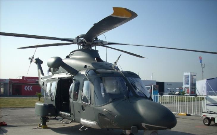 Jaké nabídce dá nakonec ČR přednost? Italové nabídli své vrtulníky o polovinu levněji než USA