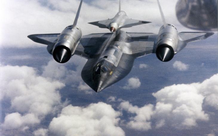 Srážka nejrychlejšího letadla světa s dronem v rychlosti Mach 3,25 na videu