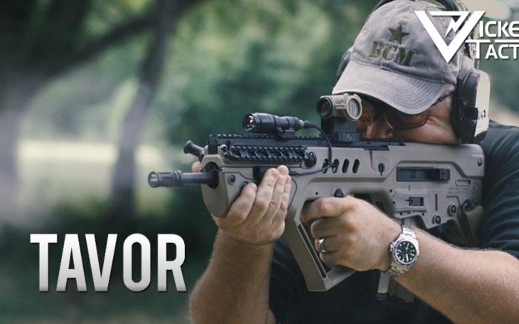 Legendární Kalašnikov má izraelskou konkurenci - útočnou pušku TAVOR 7
