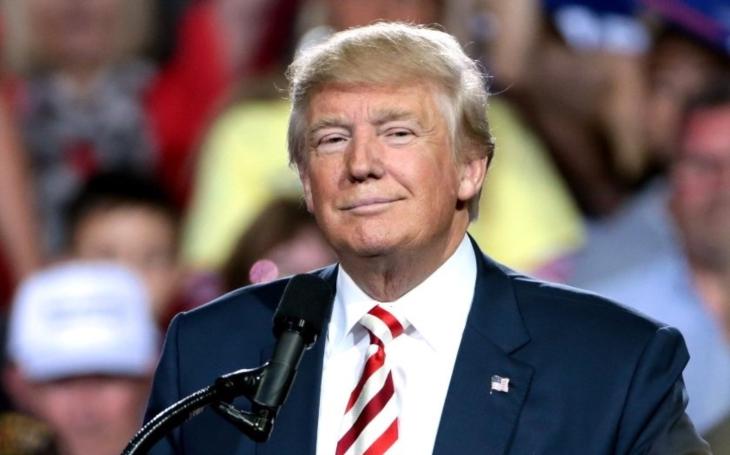 Trump podepsal příkaz k obnovení protiíránských sankcí