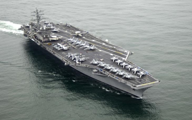 3 americké lietadlové lode na cvičení v Pacifiku, súčasne pokračuje ''turné'' Donalda Trumpa po Ázii