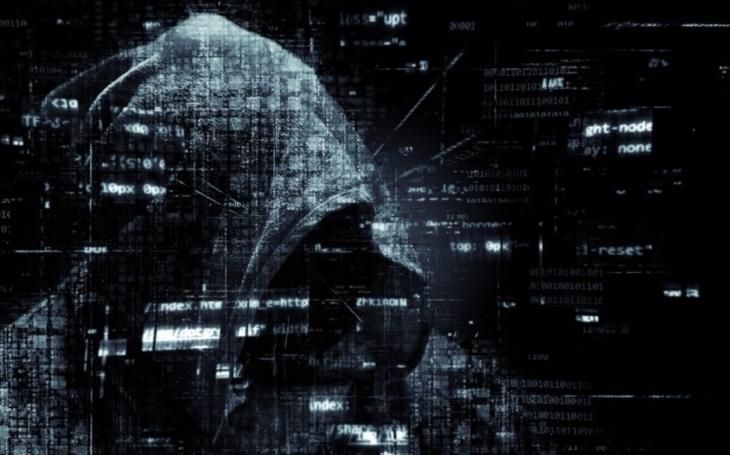 V boji proti terorismu nasazujete vlastní život, proti kyberteroristovi si maximálně otlačíte prsty od klávesnice, říká exšéf analytiků ÚOOZ Jiří Ráž