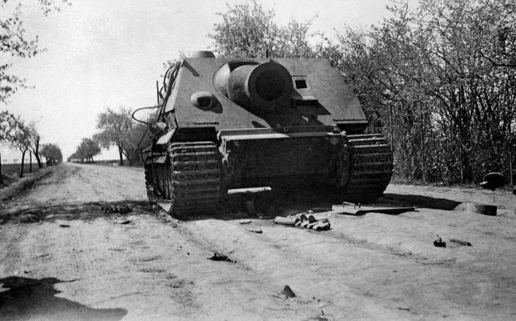 Hitlerův obrněnec Sturmtiger odpaloval rakety ráže 380 mm
