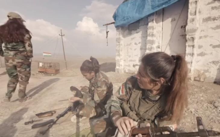 (VIDEO 360 °) Exkluzívne zábery, mladé kurdské bojovníčky v bojoch proti Islamskému štátu