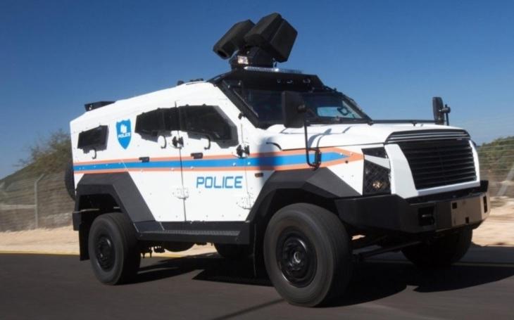 Automobilka Plasan představí obrněné vozidlo SandCat Stormer v policejní a protiteroristické variantě