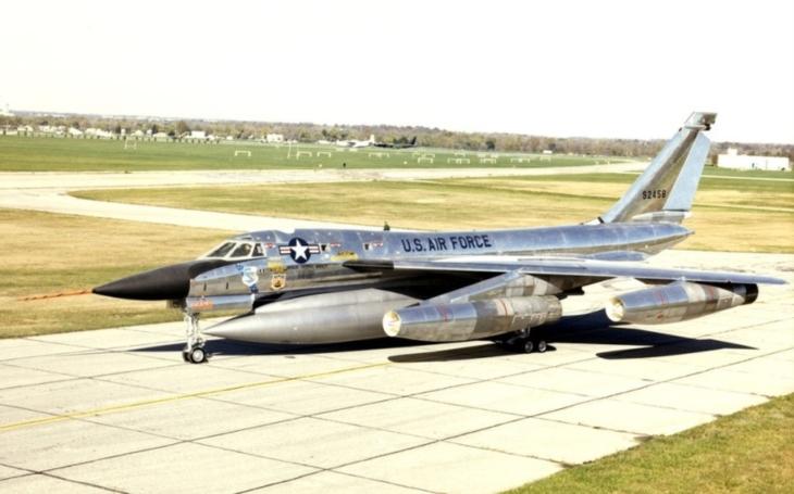 "Nikdy ho nenasadili do boje. Americký strategický bombardér Convair B-58 Hustler byl ,,krásným""e; omylem"