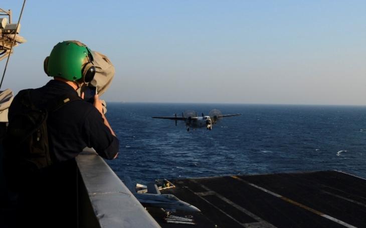 Americký letoun s 11 lidmi na palubě se zřítil u ostrova Okinawy