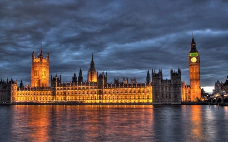 Británie čelí nejdelšímu pádu životní úrovně za více než 60 let