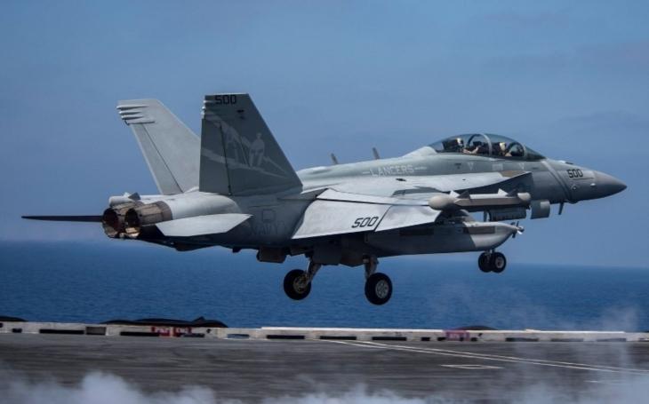 VIDEO: Let EA-18G, ,,specialisty&quote; na elektronický boj