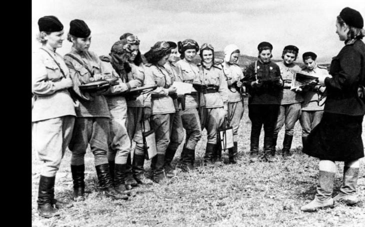Statečné sovětské pilotky, jichž se nacisté děsili. ,,Noční čarodějky&quote; zle zatápěly třetí říši