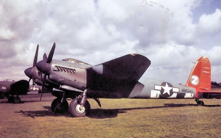 (VIDEO) Preleťte sa jedným z najpozoruhodnejších lietadiel druhej svetovej vojny- drevenným lietadlom De Havilland Mosquito