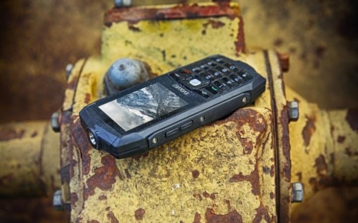 StrongPhone Z1 zaujme vysokou odolností a nízkou cenou