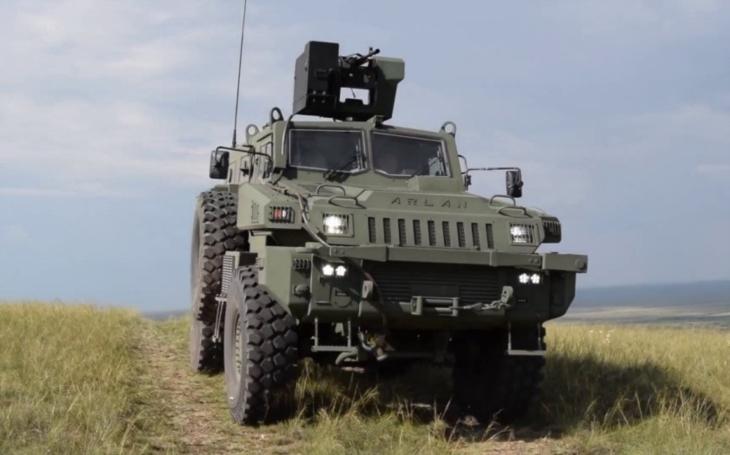 Představuje se nová verze obrněného vozidla Arlan 4x4 pro speciální síly Kazachstánu