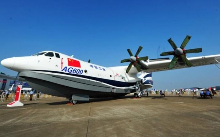 """Čína představila svého ,,létajícího obra""""e;. AG600 je největším obojživelným letadlem na světě"""