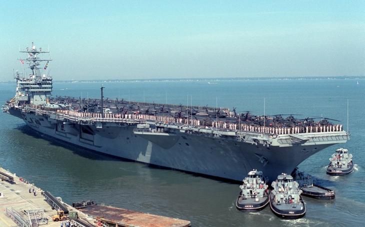 Exkluzívne zábery priamo z paluby lietadlovej lodi USS Eisenhower