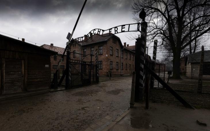 Před 74 lety Sověti osvobodili továrnu na smrt Osvětim. To, co viděli, je šokovalo
