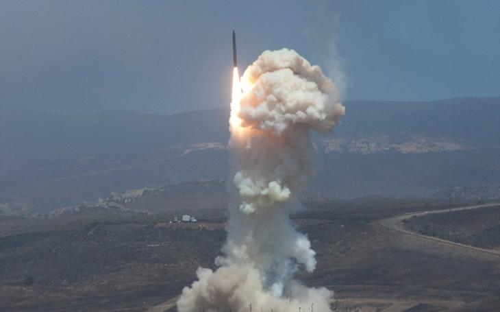 Čína otestovala hypersonický kluzák na raketě DF-17