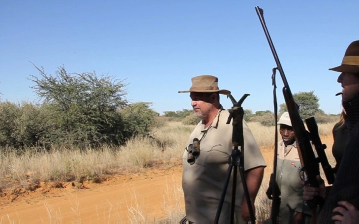 Exkluzivně: Známý lovec trofejí zemřel při lovu lvů v Africe. Udělal zásadní chybu