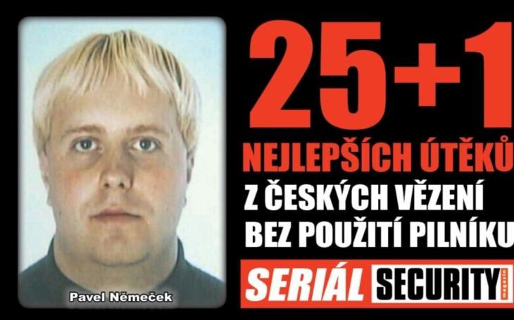 Mistr převleků Pavel Němeček utekl eskortě za pomoci svého milence autem a policejním majáčkem
