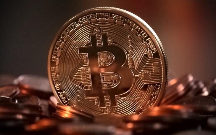 Bitcoin pokračuje v poklesu, propadl se pod 6000 USD