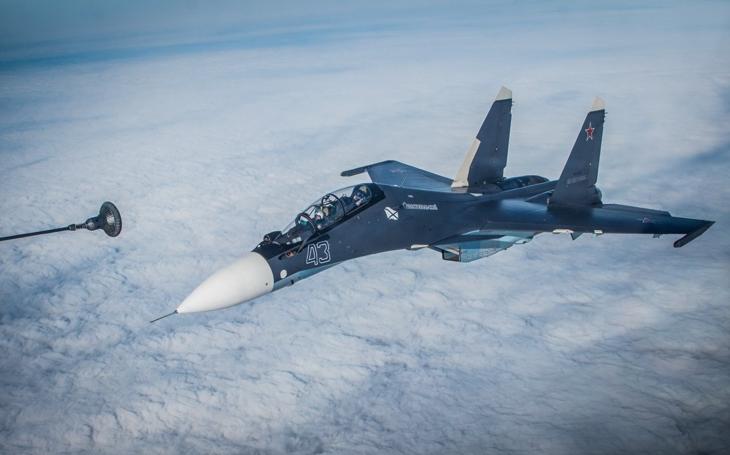Ruští námořní piloti se konečně učí tankovat za letu